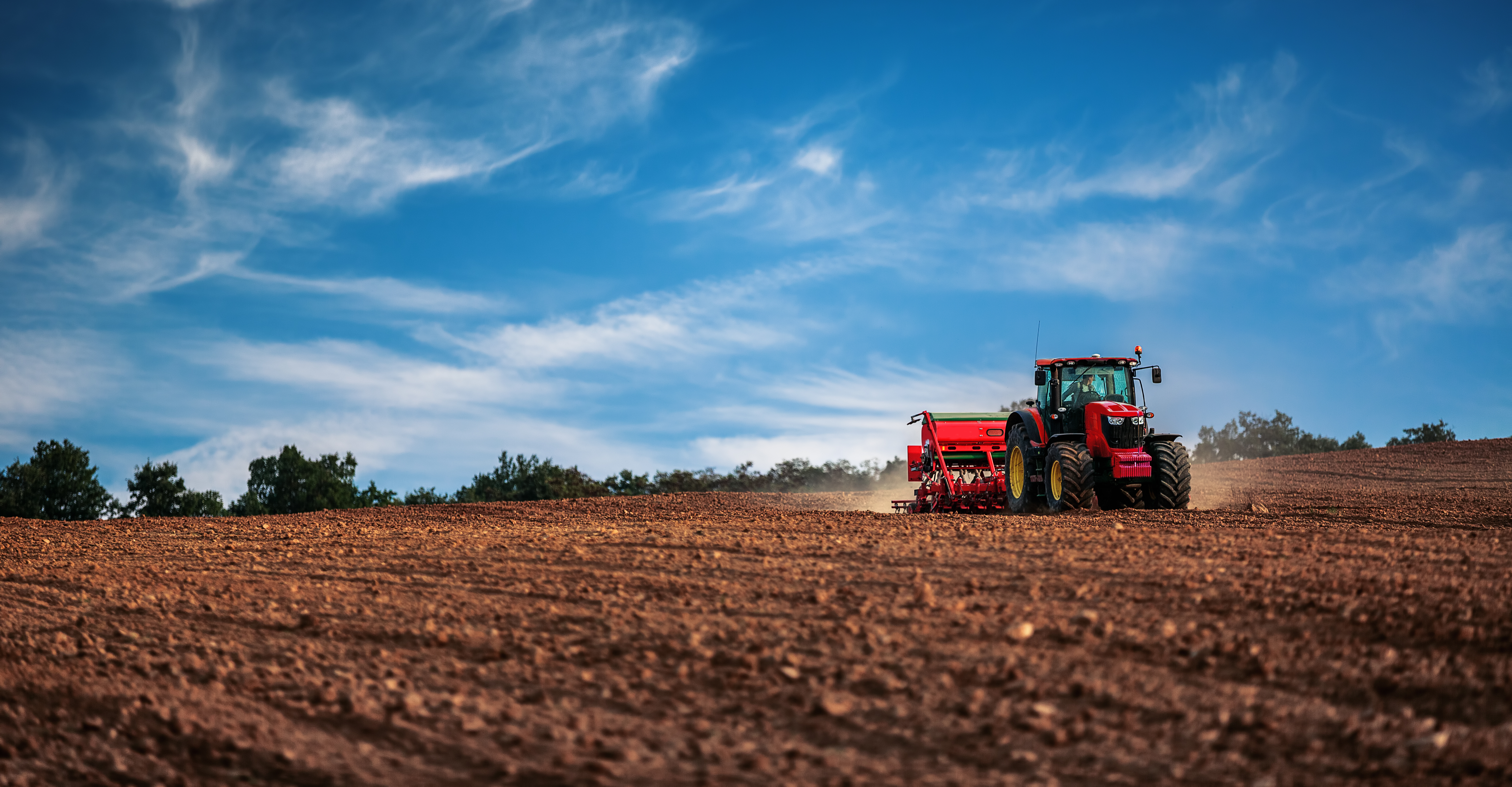 A farm tractor can be configured and built using needs-based configuration guided selling capabilities from Tacton.